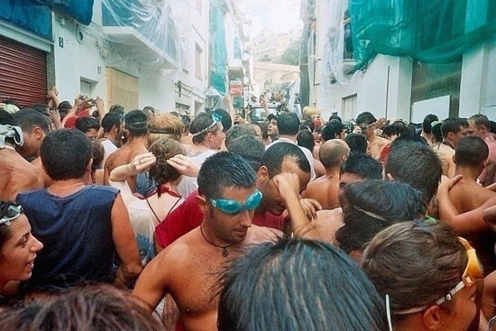How to survive La Tomatina Festival