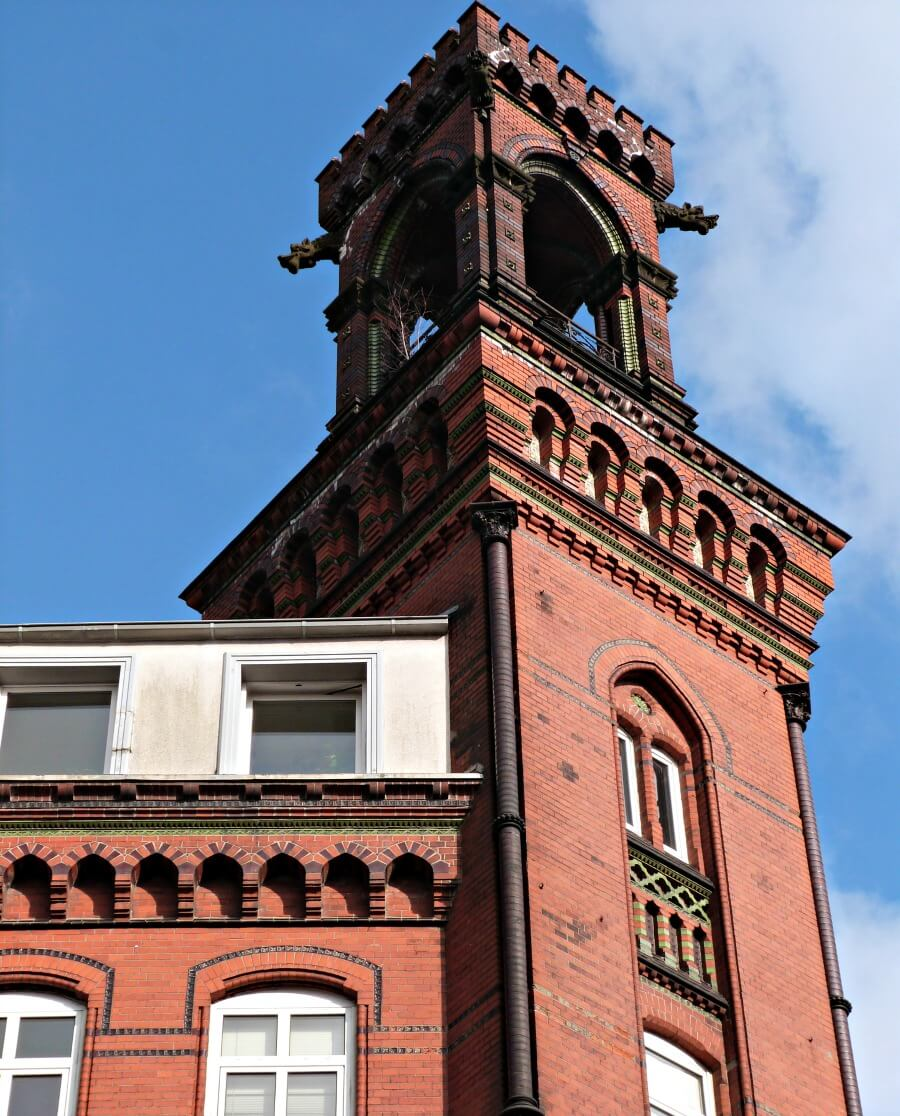 Architectuur in Hamburg Altona: bei der Friedenseiche