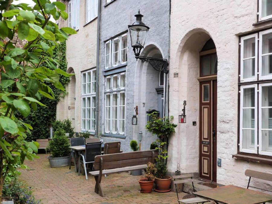 De hofjes zijn zeker een van de bezienswaardigheden in Lübeck die je niet mag missen