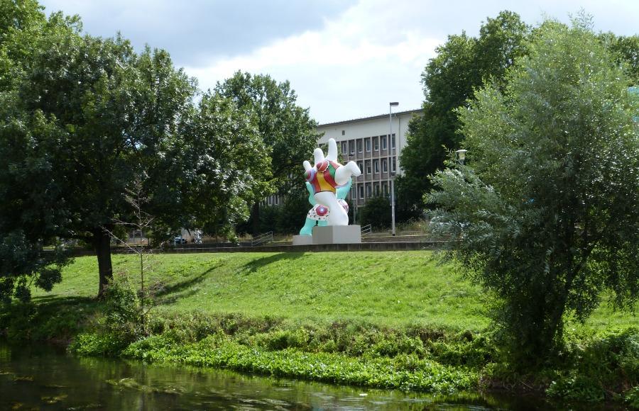 p1070986_standort-hamburg_kunst-in-hannover_skulpturenmeile