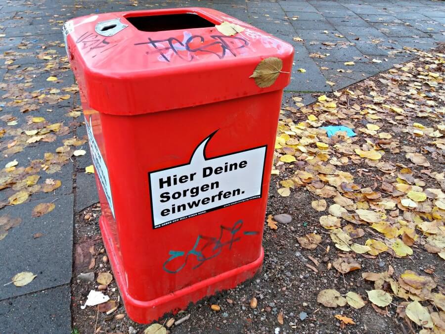 Pratende prullenbakken: die roten Mülleimer van Hamburg
