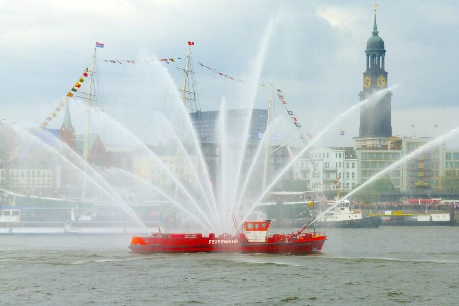 De Hafengeburtstag is een reden om Hamburg in mei te bezoeken