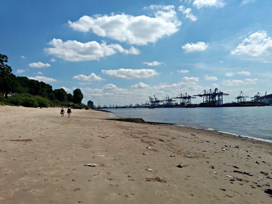 Wandelen langs de Elbe is een beter idee dan erin te zwemmen
