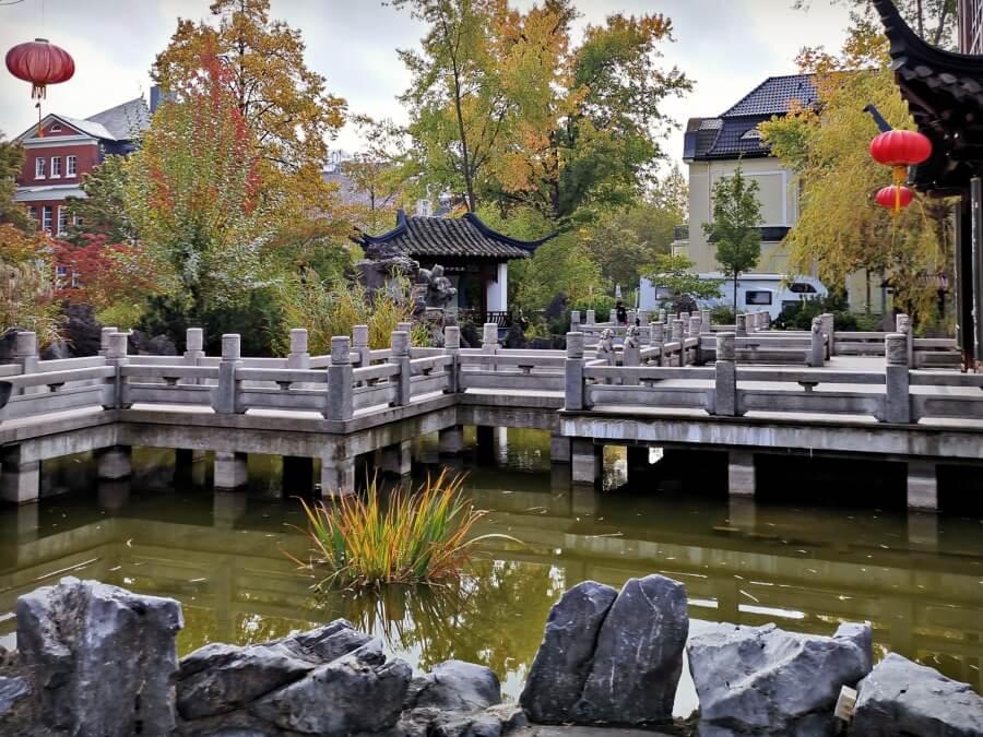 Herfst in Rotherbaum: Yu Garden achter het MARKK