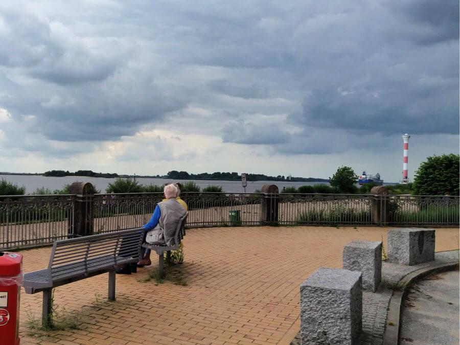 Uitkijken over de Elbe