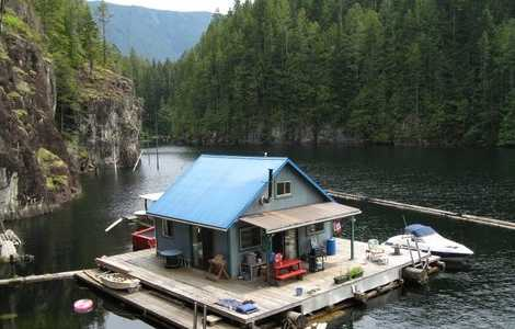 Floating Houses  CabinsBecome a Modern Day Huckleberry
