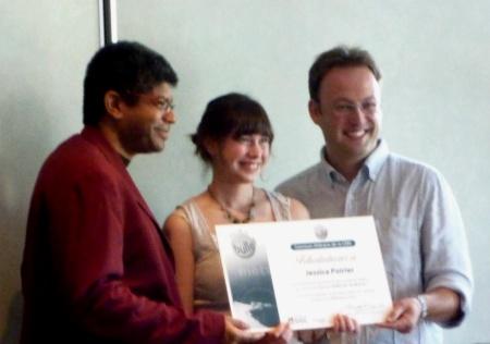 La lauréate du Concours littéraire Sors de ta bulle 2010, Jessica Poirier, entourée de Stanley Péan, parrain d'honneur, et d'Étienne Caza des éditions GGC