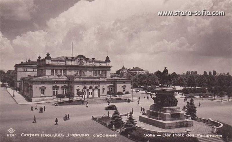 Булевард Цар Освободител - Площад Народно събрание; Стара София в снимки