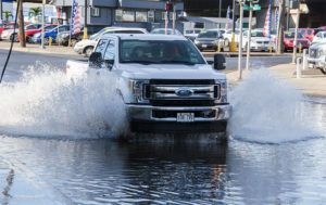 STAR-ADVERTISER FILE                                 King Tides on Ahua St. in Mapunapuna.