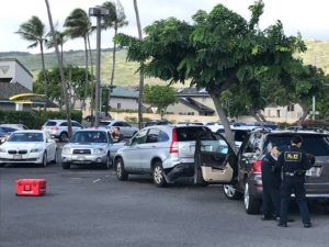 ED LYNCH / ELYNCH@STARADVERTISER.COM                                 Honolulu police investigate a traffic incident involving a pedestrian in the Safeway parking lot at Hawaii Kai Shopping Center this morning.