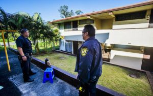 DENNIS ODA / DODA@STARADVERTISER.COM                                 Police secured the scene of a homicide in the Waipio Gardens Apartment Complex in Mililani, today.