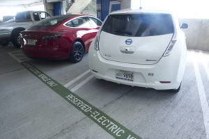 CRAIG T. KOJIMA / CKOJIMA@STARADVERTISER.COM                                 Electric cars parked at Daniel K. Inouye International Airport. The state this month reported there were more than 11,000 registered passenger electric vehicles at the start of the year.