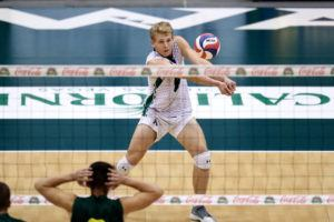 ANDREW LEE / SPECIAL TO THE STAR-ADVERTISER Hawaii's Gage Worsley digs the ball during the first set.