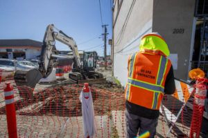 DENNIS ODA / DODA@STARADVERTISER.COM                                 Environmental Protection Agency crews begin the removal of lead contaminated soil beneath Factory Street near the intersection of North King Street. The contaminated soil was placed in containers for shipping to the mainland for disposal.