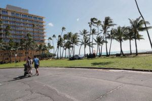 JAMM AQUINO/JAQUINO@STARADVERTISER.COM                                  Honolulu police cleared the beach near the Kaimana Beach Hotel on Wednesday. Despite Oahu's stay-athome, work-at-home lockdown mandate in an attempt to curb the spread of COVID-19, many were breaking the 6-foot social distancing rules.