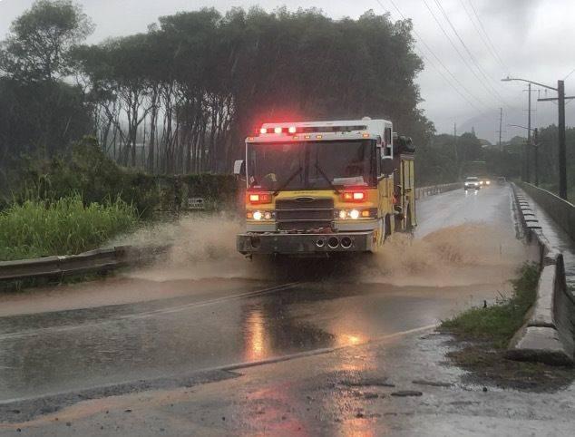 Flash flood warning extended again for Oahu; landslide blocks Kailua-bound lane of Pali Highway