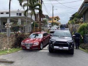 CINDY ELLEN RUSSELL / CRUSSEL@STARADVERTISER.COM                                 Honolulu police today investigate after a man was shot to death on Eke Place near Kulina Street in Aiea on Saturday night.