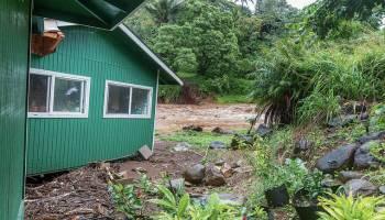 Overtopping dam spurs evacuation in Maui's Haiku area
