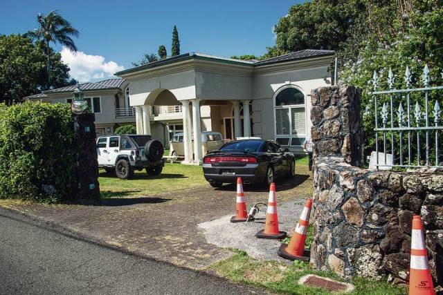 3 officers injured, suspect fatally shot in Nuuanu