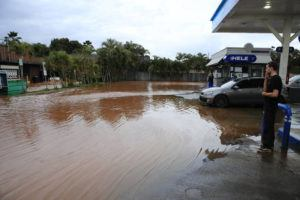 JAMM AQUINO / MARCH 9                                 People watch floodwater along Haleiwa Road in Haleiwa.