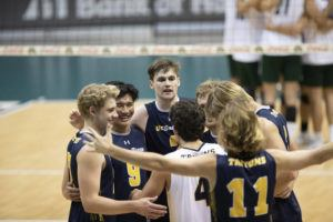 CINDY ELLEN RUSSELL / CRUSSELL@STARADVERTISER.COM                                 The UC San Diego Tritons celebrated during a match on March 26 held at the SimpliFi Arena at Stan Sheriff Center.