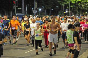 STAR-ADVERTISER / 2019                                 Racers run along Ala Moana Blvd. at the start of Waikiki in the 47th anniversary of the 26.2 mile Honolulu Marathon.