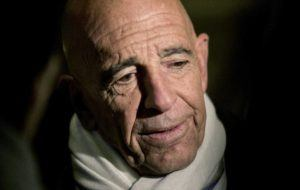 SAM HODGSON/THE NEW YORK TIMES                                 Tom Barrack, chairman of President-elect Donald Trump's inaugural committee, talked to reporters in the lobby of Trump Tower on Fifth Avenue in New York, in January 2017.