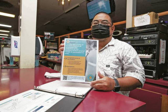 Oahu businesses face challenges as new COVID mandate begins