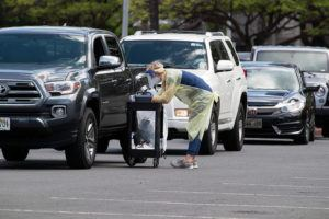 GEORGE F. LEE / GLEE@STARADVERTISER.COM                                 The number of COVID-19 tests coming back positive has declined statewide, to 6.9% Monday from 7.8% two weeks ago. At left, cars lined up Monday at the coronavirus testing site at the Blaisdell Center.