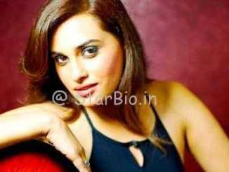 Shraddha Pandit Height, Weight, Age, Wiki, Biography, Husband, Family