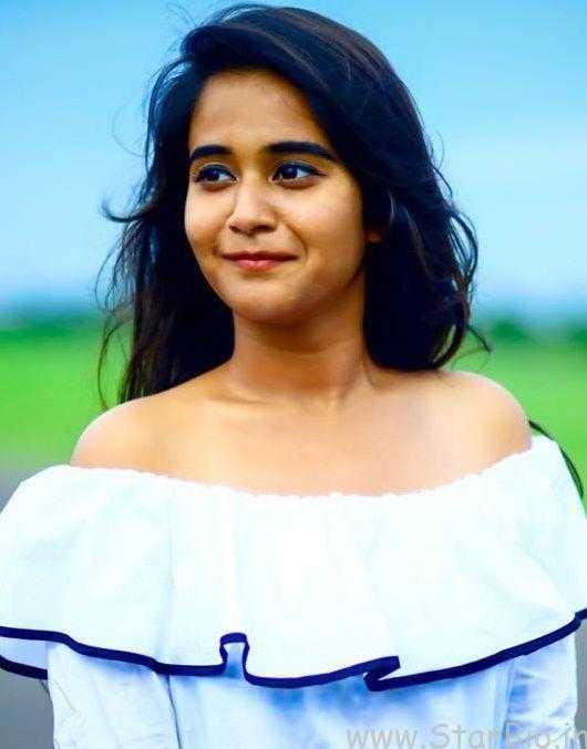 Deepthi Sunaina 5