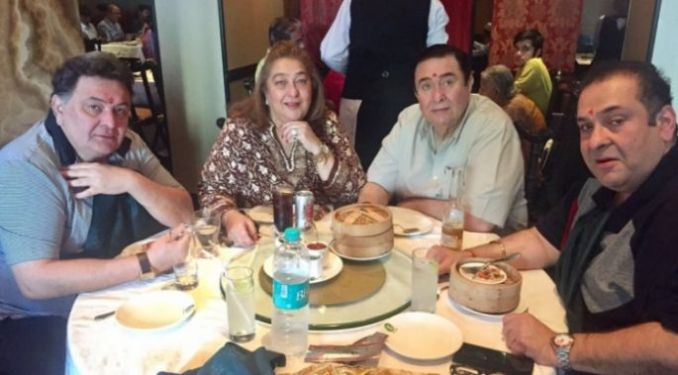 Rishi Kapoor with his brothers and sister