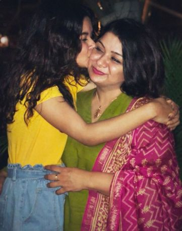Avneet Kaur with her Mother