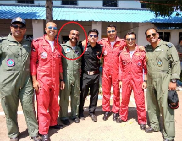Wing Commander Abhinandan Varthaman With His Fellow Officers