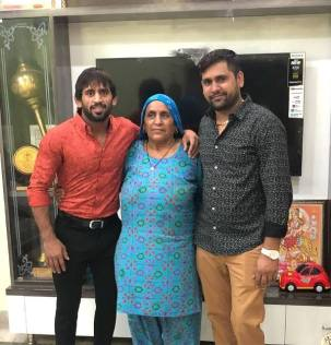 Bajrang With His Mother Om Pyari and Brother Harendra Punia