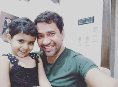 Dinesh Lal Yadav With His Daughter Aditi