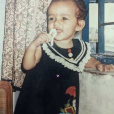 Komal Pandey childhood picture
