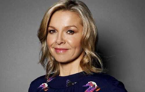 Photo of an actress Justine Clarke