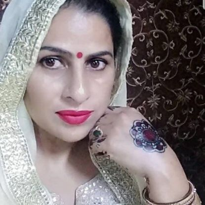 Himanshi Khurana's mother