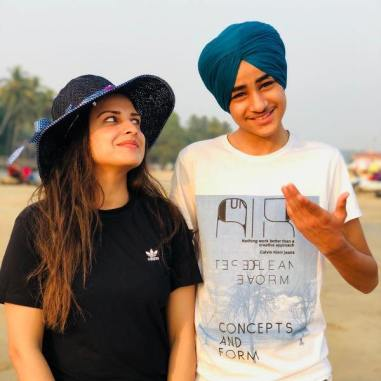 Himanshi Khurana with her brother, Apram Deep