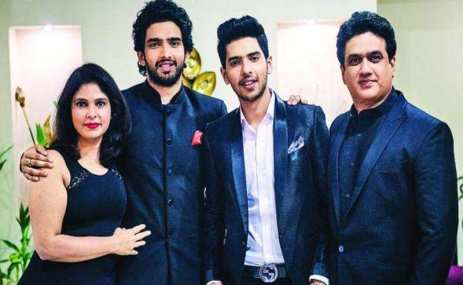 Amaal Mallik With His Family