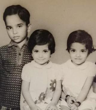 Anupama Chopra With Her Siblings In Her Childhood