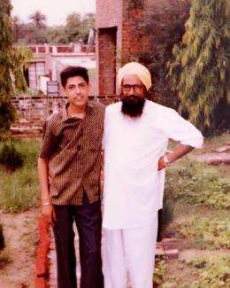 Gippy Grewal in his young age with his father