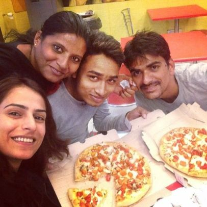 Kashmira Irani having Pizza
