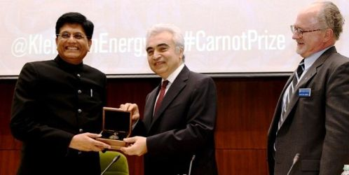 Piyush Goyal Receiving The Carnot Award