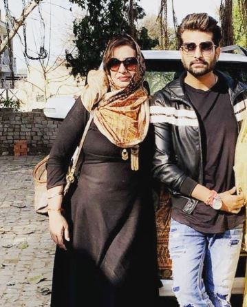 Yuvraj Hans with his mother