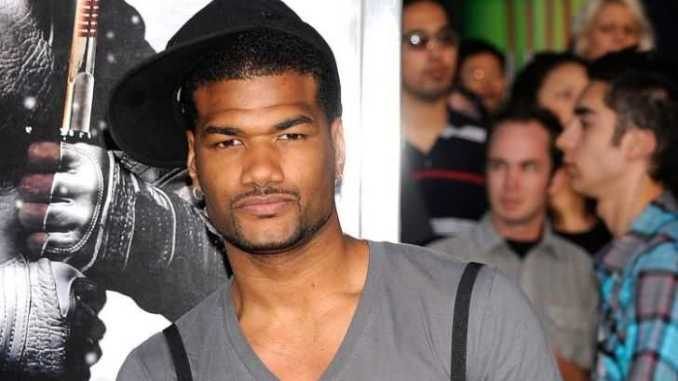 An American actor Damien Dante Wayans is single and currently he share loving relationship with his parents