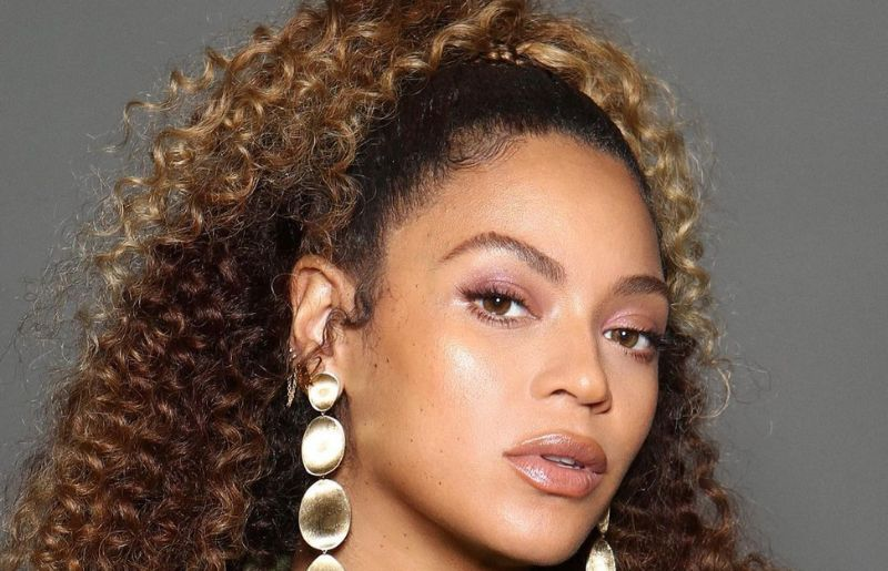 Beyonce in a fragrance ad shot