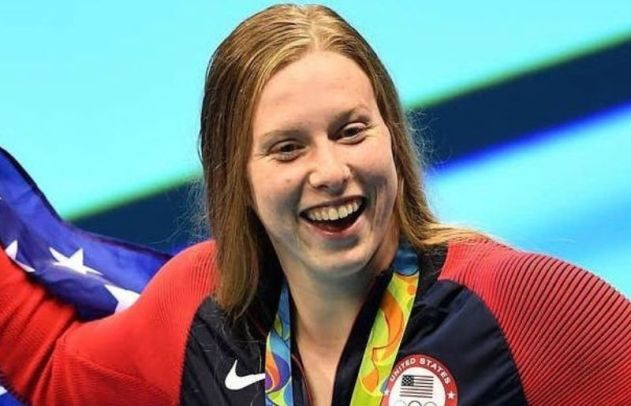 Lilly King with Team USA at World Championships
