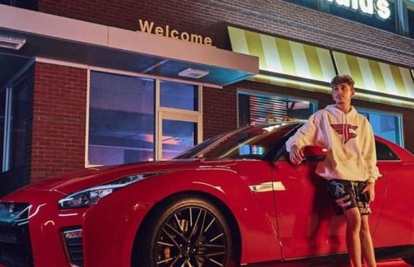 Faze Rug with his car